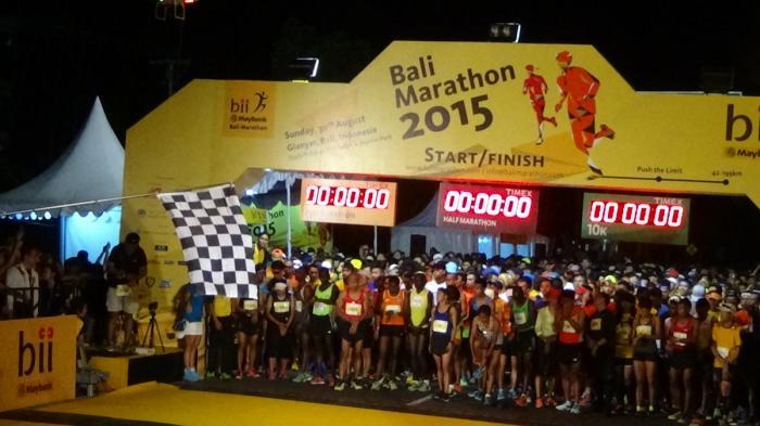 5076-pelari-ikuti-bii-maybank-bali-marathon-02_20150831_164657